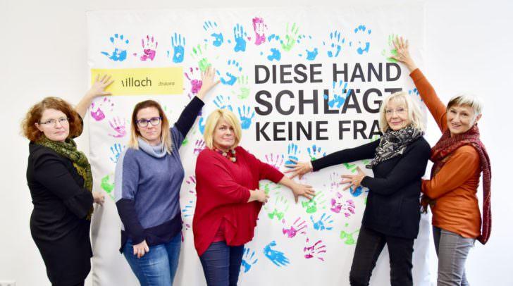 Von links: Christina Kraker-Kölbl (Frauenhaus), Marie-Theres Grillitsch (Frauenbüro Villach), Gerda Sandriesser (Vizebürgermeisterin und Frauenreferentin), Johanna Sadounig (Präsidentin der Soroptimistinnen Villach) und Domenika Lindermuth (Vizepräsidentin Soroptimistinnen)