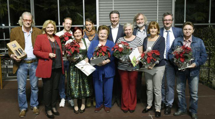 Bürgermeistern Dr. Maria-Luise Mathiaschitz, die Stadträte Frank Frey und Wolfgang Germ sowie Stadtgartendirektor DI Heinz Blechl mit den Siegern der einzelnen Kategorien.