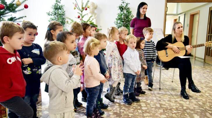 Die kleinen Sänger und Sängerinnen des Fellacher Kindergartens sangen schöne Weihnachtslieder