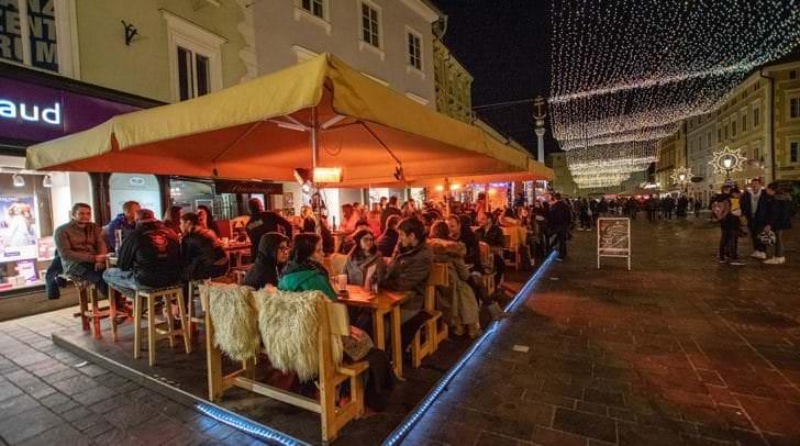Am Alten Platz gibt es seit Donnerstag wieder Glühwein.