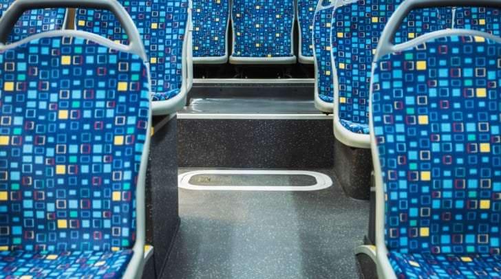 Am Mittwoch brach eine Frau in einem Linienbus zusammen. Niemand der Fahrgäste half. Der Busfahrer leistete Erste-Hilfe.
