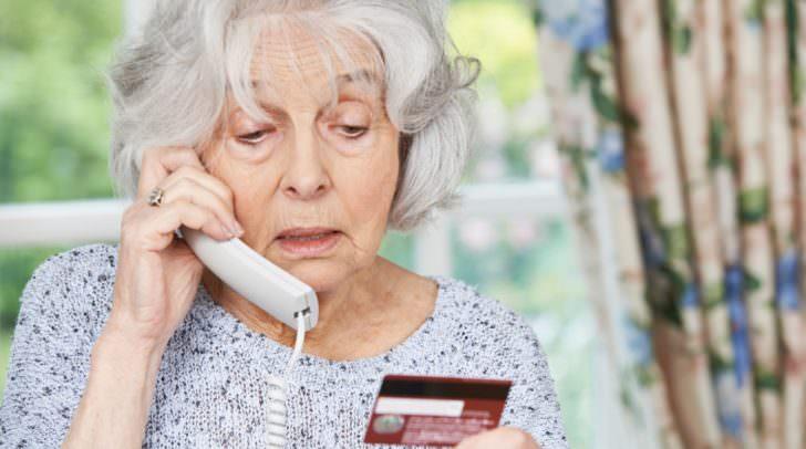 Eine der Pensionistinnen hatte bereit Geld von ihrem Konto abgehoben und begab sich anschließend zur Polizei.