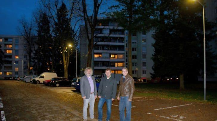 Viel mehr Licht bringen die rund 20 neuen Leuchten in Fischl. Das stellten StR. Frank Frey, Vzbgm. Christian Scheider und Gottfried Mirning bei einem Lokalaugenschein fest.
