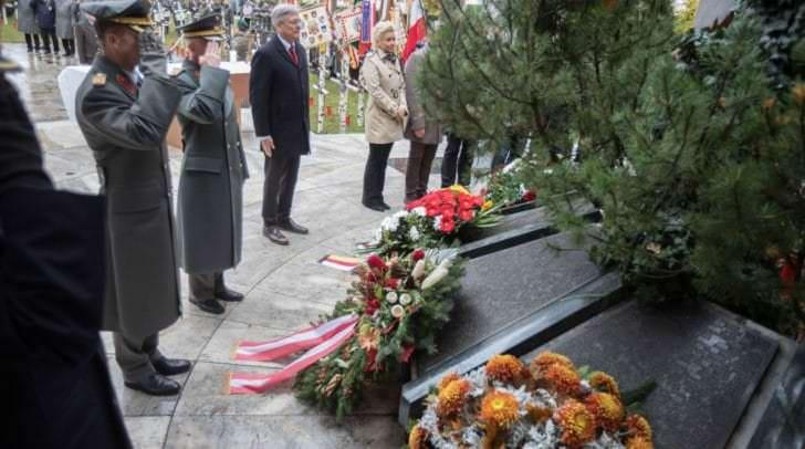 Kranzniederlegung am Allerseelentag zum 100-jährigen Ende des ersten Weltkrieges.