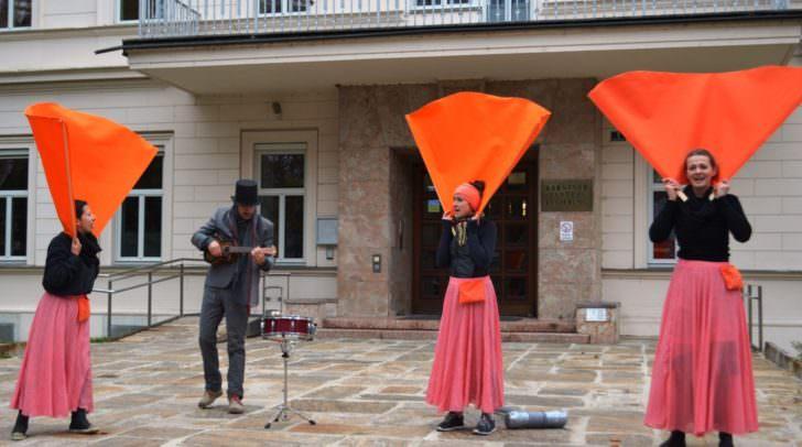 Fünf Performances gegen Gewalt an Frauen.