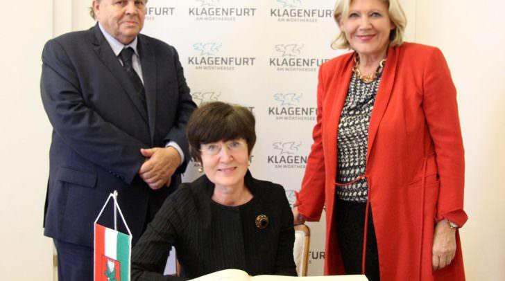 Botschafterin Veronika Erte mit Bürgermeisterin Maria-Luise Mathiaschitz und Honorarkonsul Wolfgang Lattacher.