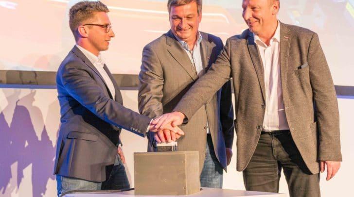 GF Thomas Moser, WK-Präsident Jürgen Mandl und WK-Spartenobmann Martin Zandonella warfen die Maschinen an.