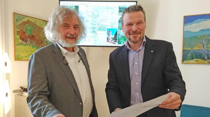 Die Stadträte Wolfgang Germ und Frank Frey präsentierten das Hochwasserschutzprojekt Sattnitz und mögliche Visionen der künftigen Freiraumgestaltung beim Sattnitzpark.