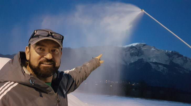 Ein Mann, sechs Schneekanonen, drei Lanzen und ein Ziel: Das Miniskigebiet