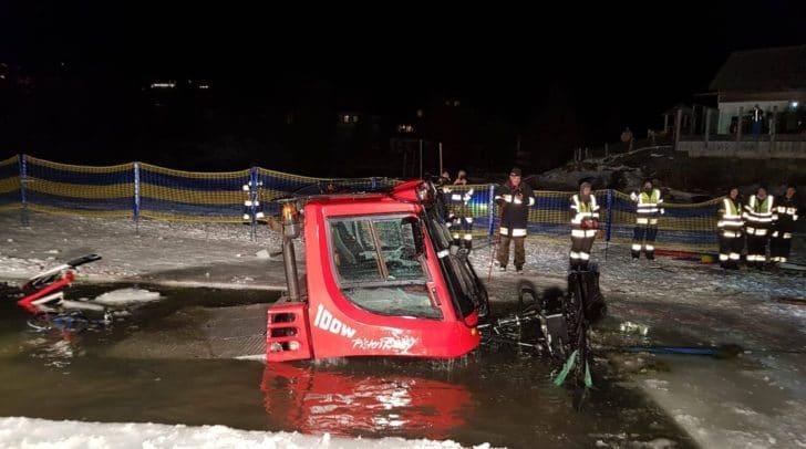 Das Fahrzeuge wurde am Grund des See Richtung Ufer gezogen.