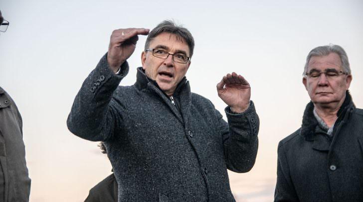 Stadtrat Sobe und Ingenieur Krögler erklären das weitere Vorgehen.