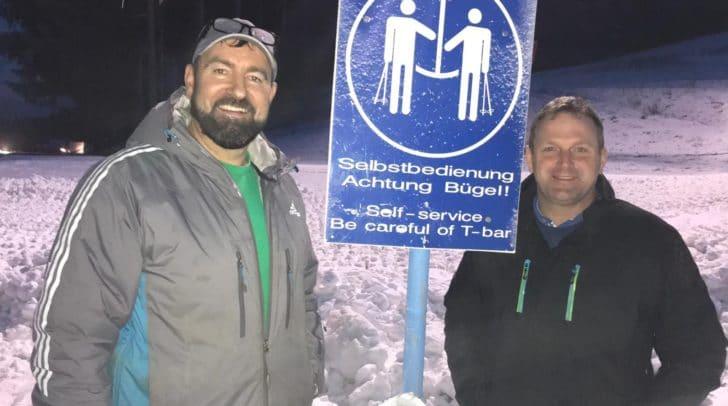 """Gerhard Abuja (links) und Dieter Mörtl (rechts) freuen sich auf die Eröffnung des Skilifts """"HRAST"""" am Donnerstag, den 20. Dezember."""