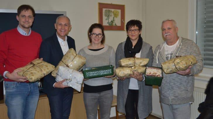 Vizebürgermeister Jürgen Pfeiler, Sozialamtsleiter Stefan Mauthner und Heimleiter Wolfgang Edwards dankten recht herzlich für die Spenden.