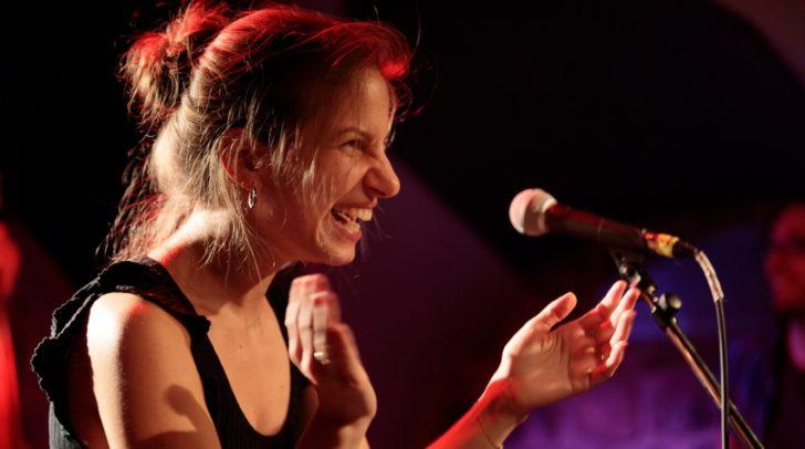 Sängerin und Songwriterin Lena Themeßl gewann den Gironcoli-Preis im Vorjahr.