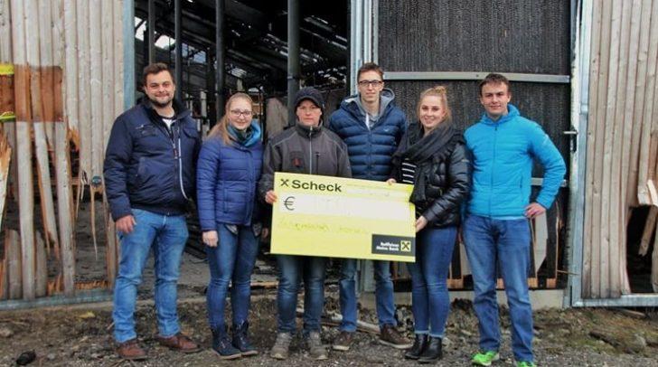 Auch die Zechgemeinschaft Drobollach spendete den Erlös ihrer Adventveranstaltung an die Familie Oschounig. 1.000 Euro kamen zusammen.