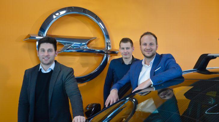 Das Verkaufsteam von Eisner Auto Klagenfurt Südring ist bereit für das Angrillen.
