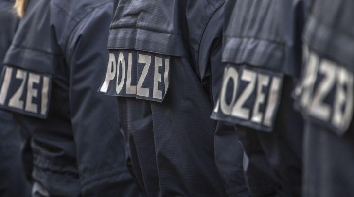 Eine intensive Überprüfung des bewaldeten Libitschbergs durch rund 30 Polizeibeamte und mit Hilfe des Polizeihubschraubers FLIR blieb vorerst erfolglos.