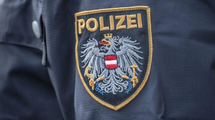 Die Polizei fahndet nach den beiden unbekannten Tätern.