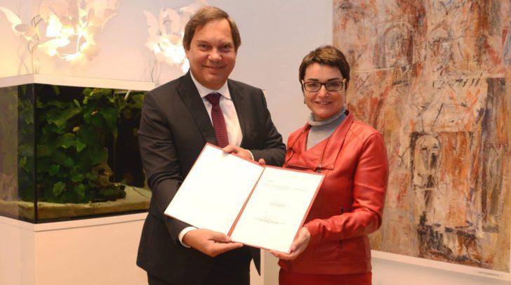 Michael Steiner, Geschäftsführer des Elisabethinen-Krankenhauses Klagenfurt und LH Stv.in Beate Prettner.