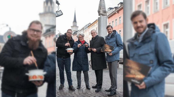 """Von links: Andreas Molzbichler (Suppenküche """"Supperlative""""), Stadtführerin Christa Trink, Optikermeister Alfred und Mag. René Plessin."""