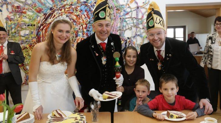 Die Villacher Faschingsgilde brachte den Kindern aus dem SOS Kinderdorf in Moosburg Torte vorbei.