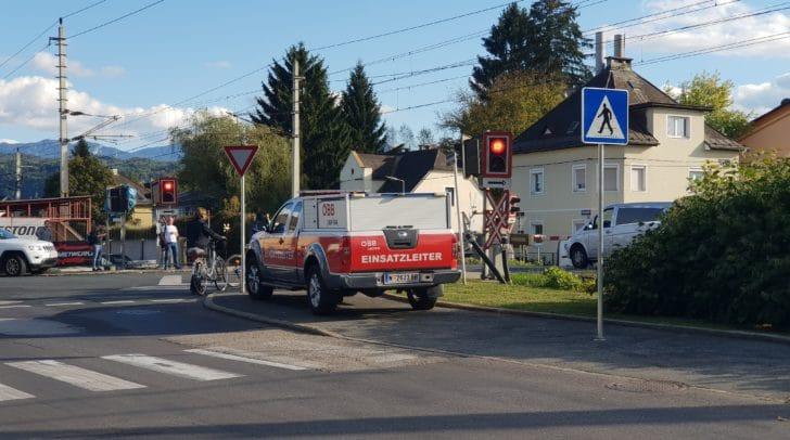 Unfall am Bahnübergang Waidmannsdorfer Straße im September 2018