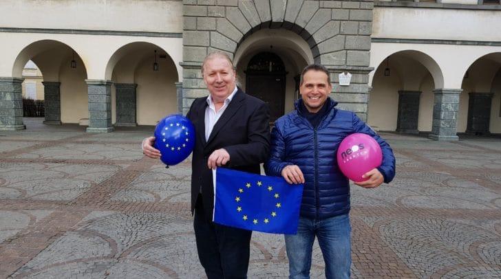 Christian Pirker (links im Bild) mit Wolfgang Stauder, dem Geschäftsführer der NEOS Kärnten.