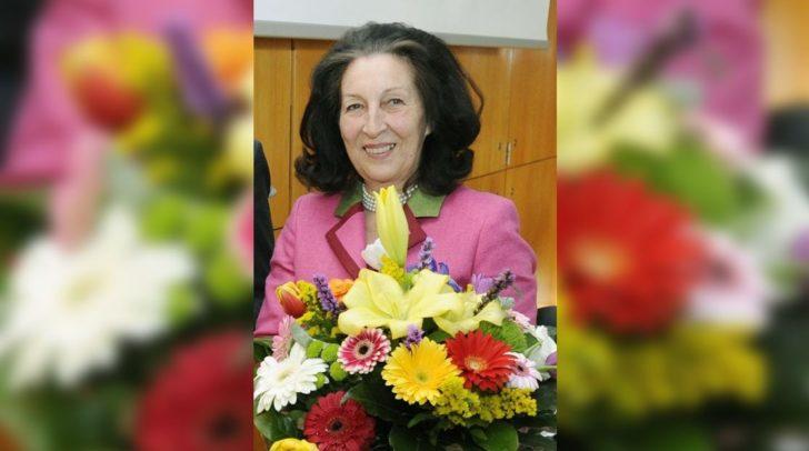 Die Historikerin Claudia Fräss-Ehrfeld erhält den Paracelsusring der Stadt Villach.