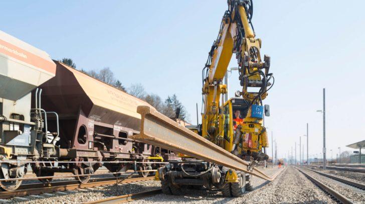 Es werden mitunter Schienenarbeiten durchgeführt.