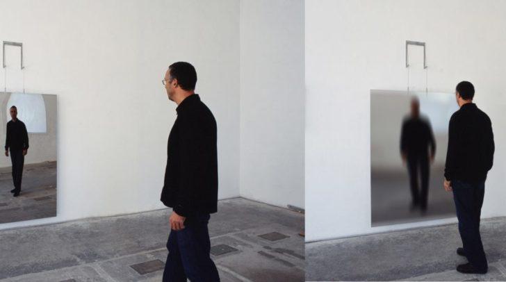 Kunstwerk von Thomas Hoke - Bizarre Mirror WV599, 2006, Hochpolierter Edelstahl und interaktive Elektronik