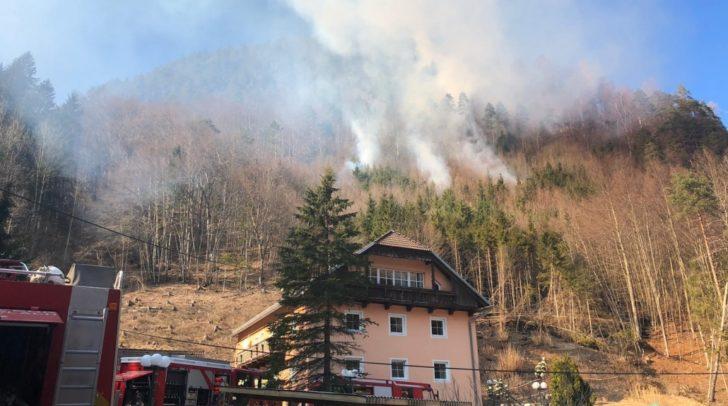 Derzeit gibt es einen Flächenbrand bei Waidisch.