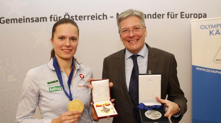 LH Peter Kaiser ehrte die Eisschnellläuferin Vanessa Herzog