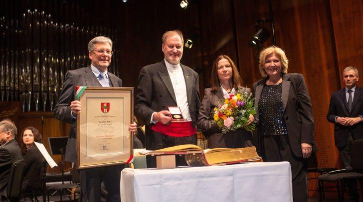 LH Peter Kaiser, Jubilar Ernest Hoetzl, Gattin Marianne und Bürgermeisterin Maria-Luise Mathiaschitz