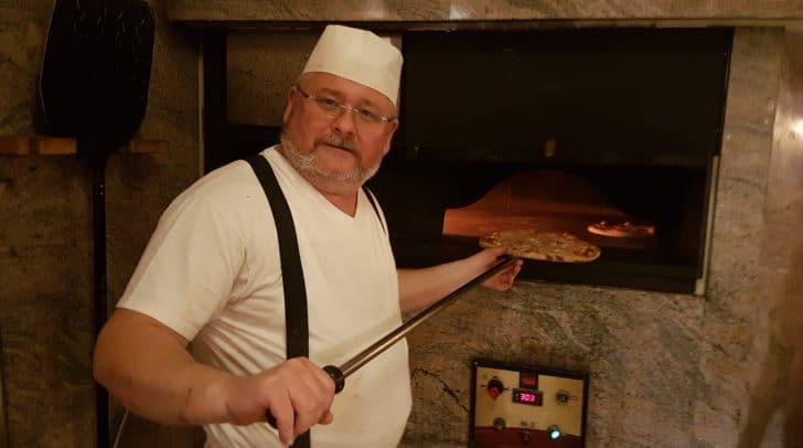 Seit 30 Jahren kreiert Klaus Koren gschmackige Pizzakreationen beim Dobner.