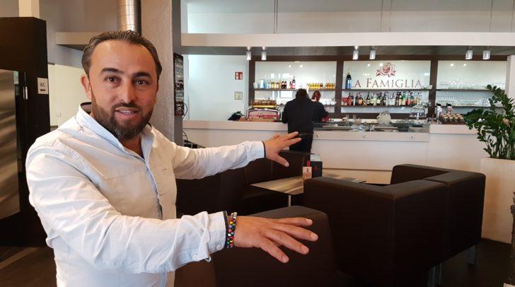 """Mustafa """"Musti"""" Keceli in seinem Element – der Organisation einer legendären Veranstaltung."""