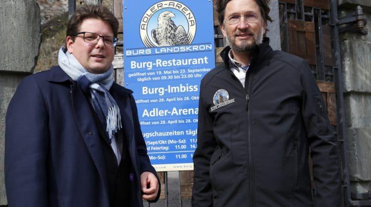 Veterinär-Stadtrat Christian Pober gratulierte Falkner Michael Holzfeind zur hochprofessionellen Arbeit.