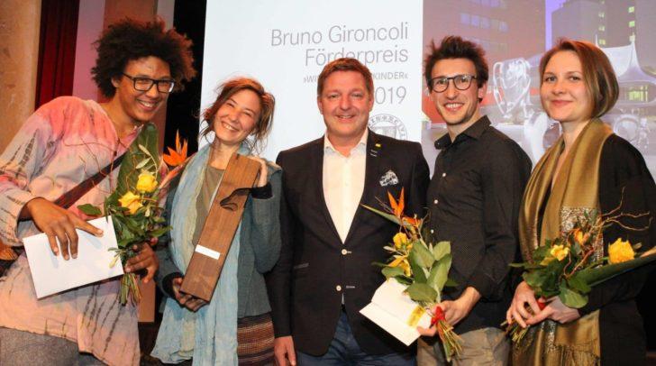 Von links: Luca Mußnig, Anja Zehetgruber (sie nahm den Hauptpreis für die erkrankte Lisa Themeßl entgegen), Bürgermeister Günther Albel, David Zuder und Theresa Pewal.