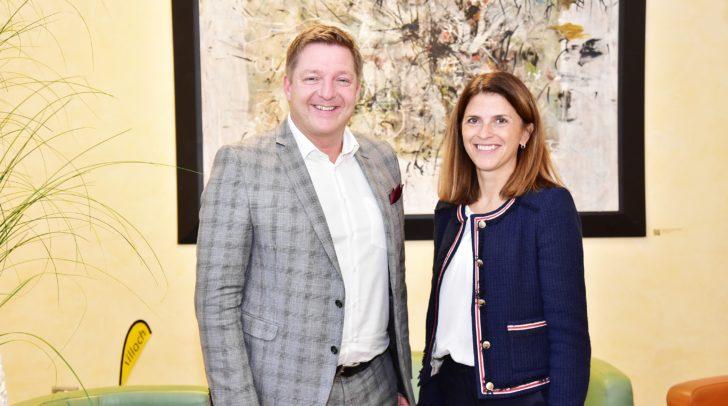 T-Mobile-Geschäftsführerin Maria Zesch und Bürgermeister Günther Albel