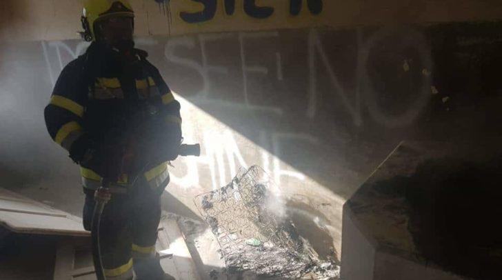 Die Matratze konnte von einer Polizeistreife gelöscht und von den Einsatzkräften der FF Arnoldstein entgültig abgedimmt werden.
