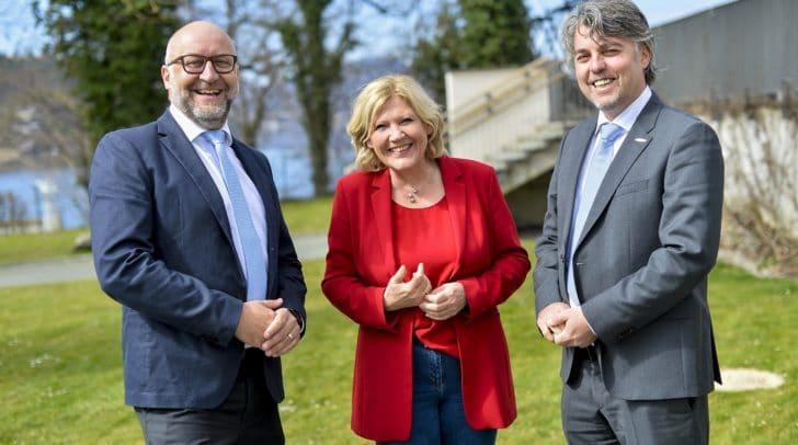Bürgermeisterin Dr. Maria-Luise Mathiaschitz mit den neuen STW- Vorständen DI Erwin Smole, MBA (links) und Ing. Mag. Harald Tschurnig.