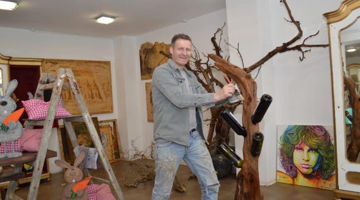 Michael Raffalt, freischaffender Künstler, eröffnete sein neues Atelier und Kunsthandwerksgeschäft auf dem Hans-Gasser- Platz 10.