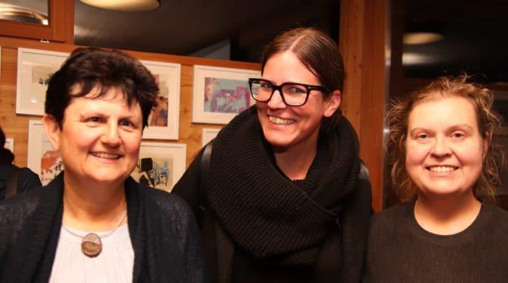 v.l.: Kulturvereinsobfrau Anica Lesjak-Ressmann, Regisseurin Milena<br /></noscript>Olip und Nada Zerzer vom Kulturgarten Aichwaldsee.
