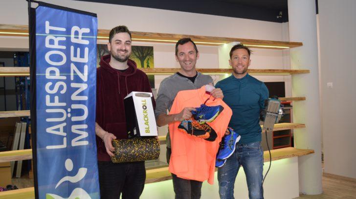 Noch werden von Mathias Münzer, Oliver Münzer und Florian Schipflinger die letzten Handgriffe erledigt, bevor am kommenden Mittwoch Laufsport Münzer am neuen Standort in der Widmanngasse eröffnet.