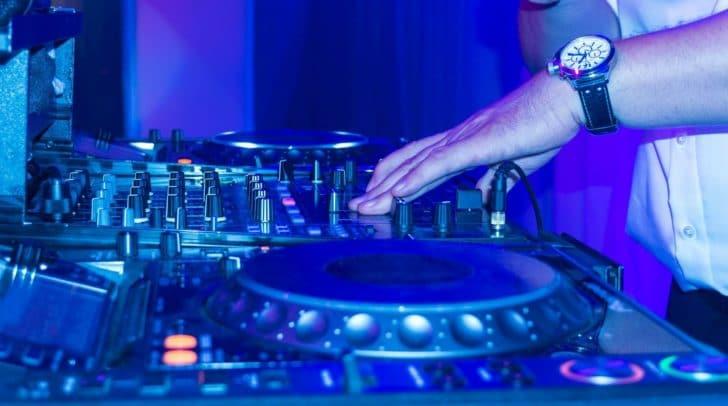 Am 25. Mai findet das DJ Summer Opening im Erlebnisbad Föderlach statt.