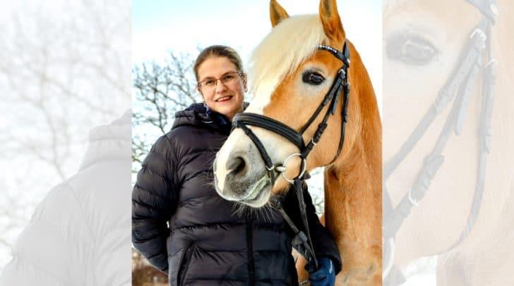 Inhaberin von Horse and Fashion, Nina Egartner, mit ihrem Pferd Santos