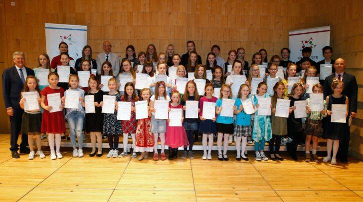 Die Preisträger der Kategorien Blockflöte, Klarinette, Querflöte und Saxofon.