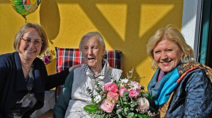 Bürgermeisterin Maria-Luise Mathiaschitz mit Antonia Mühleder und ihrer Tochter Gertrude Winkler.