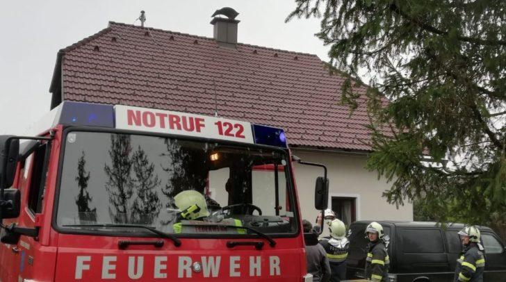 Der Kaminbrand war im Nachbarshaus der Freiwilligen Feuerwehr Nötsch ausgebrochen.