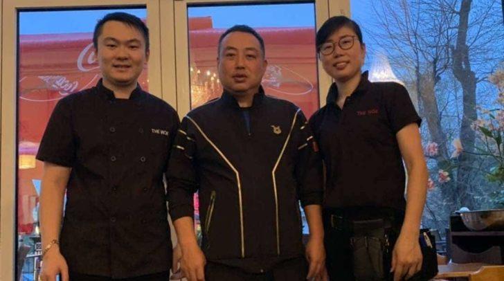Die Freude über den prominenten Besuch der Tischtennis-Legende Liu Guoliang (mitte) war groß.