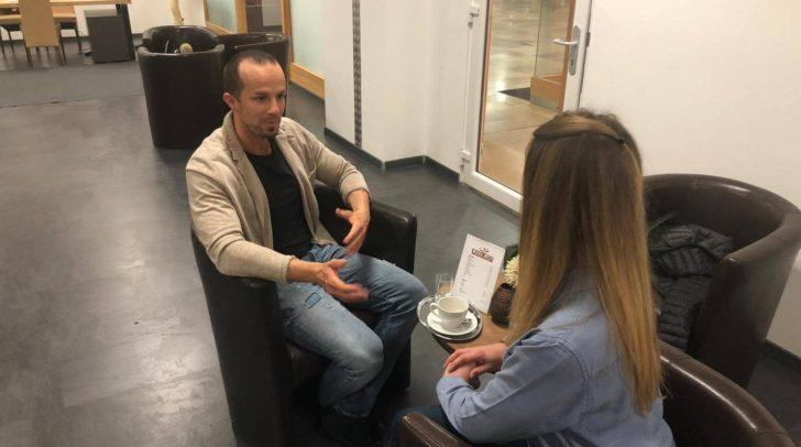 """""""Der Osteopath nimmt sich die Zeit, um dem Ursprung der Symptome auf den Grund zu gehen"""", erklärt Willenig bei dem gemütlichen Interview."""